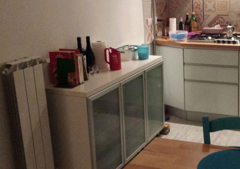Rinnova i mobili con le pellicole adesive vado a vivere - Rivestire un mobile con carta adesiva ...