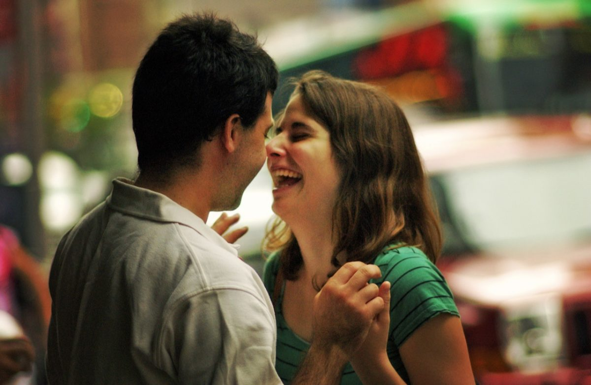 il single deve far ridere una donna