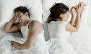 coppia che dorme insieme