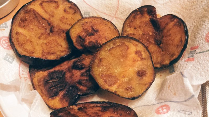 pasta-alla-norma-friggere-le-melanzane