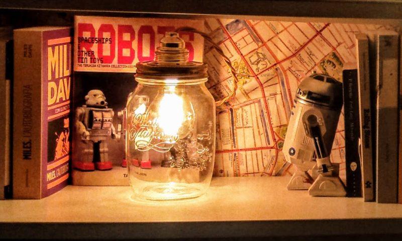 lampadina vintage in barattolo di vetro